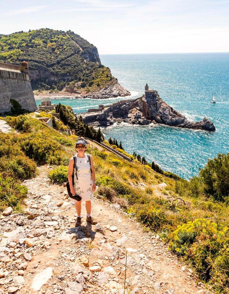 Patikointi palkitsee. Vernazzasta näkyy Castello Doria.