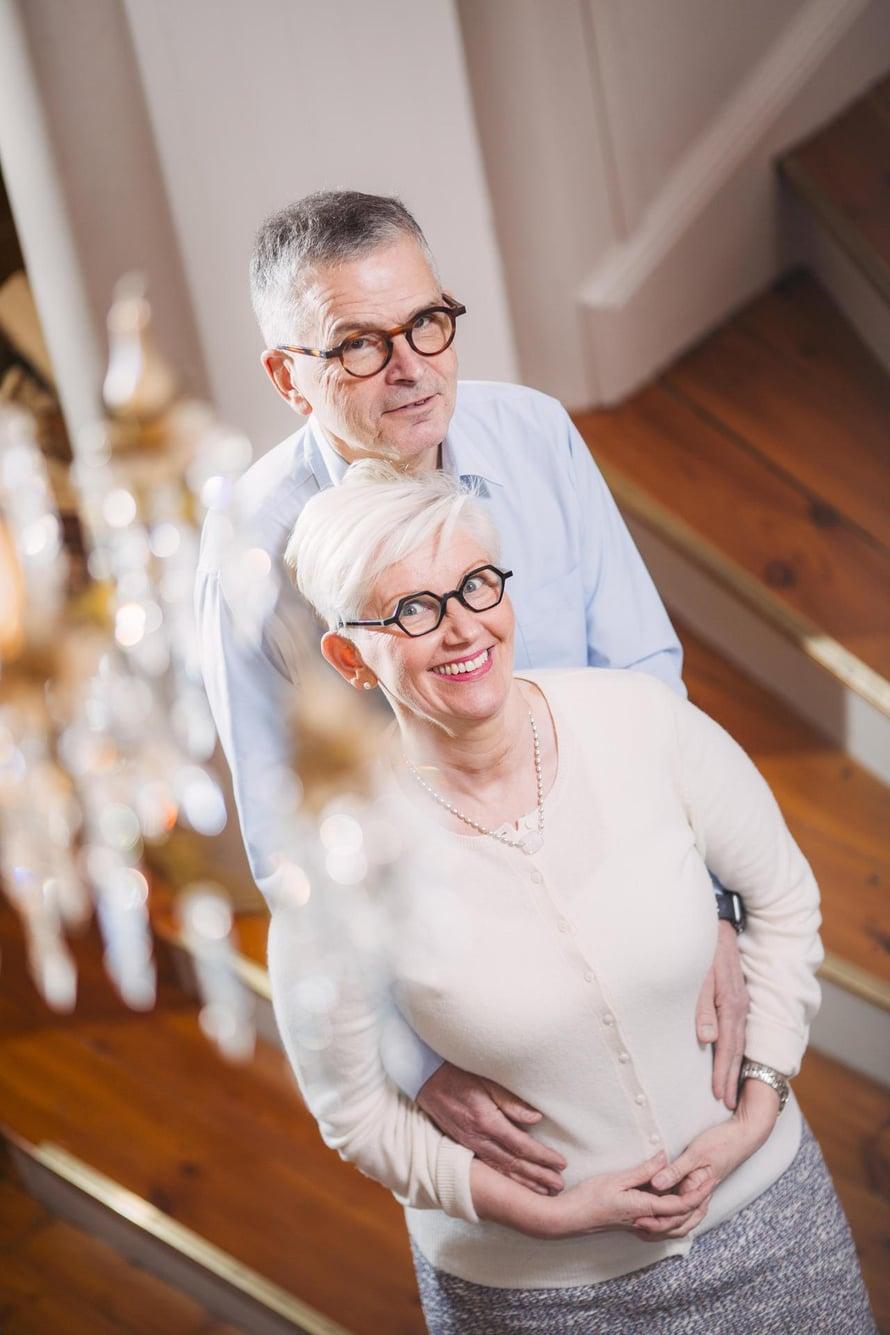 Jussi ja Jaana Pajusen lapsenlapset asuvat naapuritalossa.  – Välillä he vilkuttelevat mummille, että tule rakentamaan lumilinnaa.