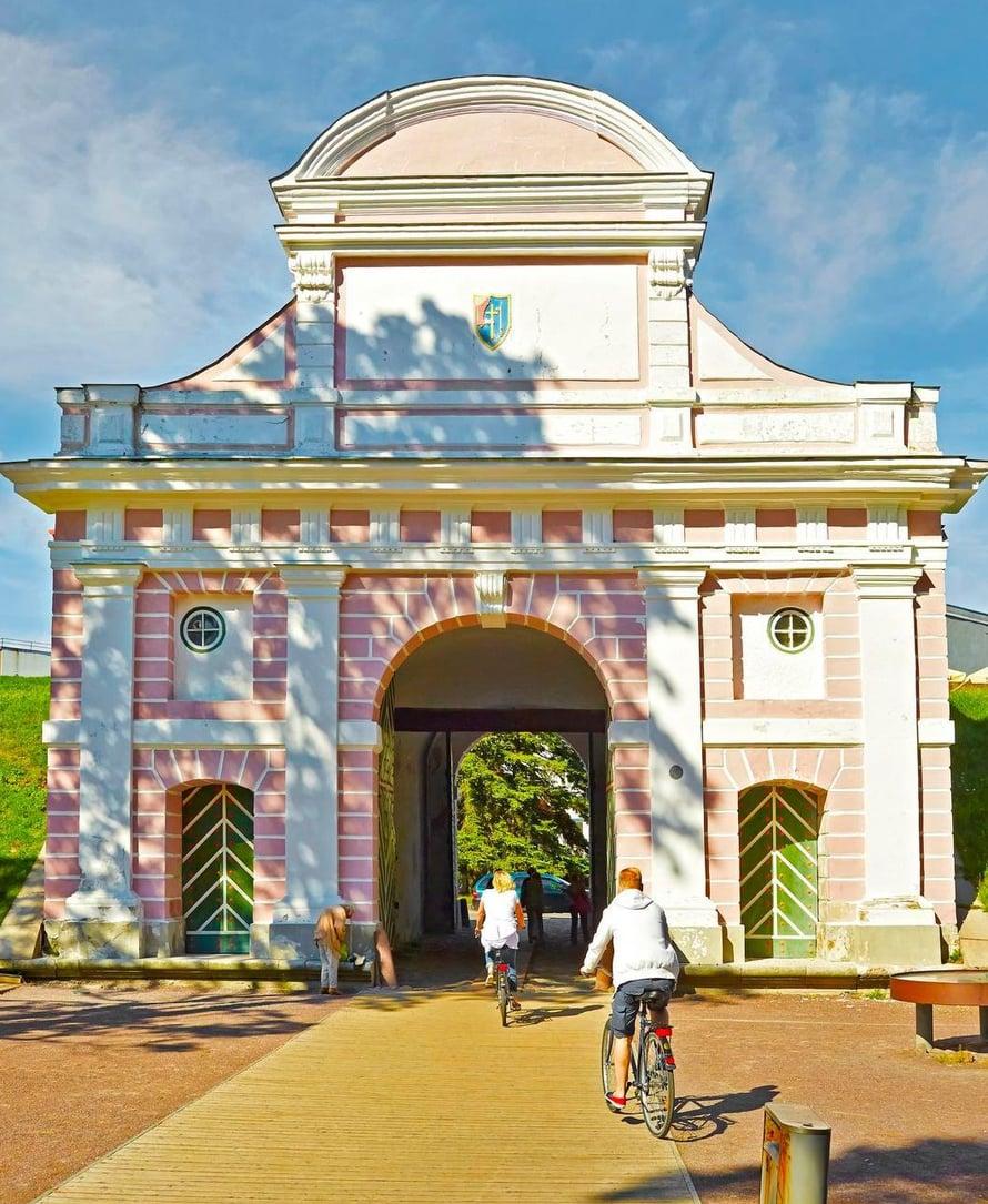 Pärnu on ollut alun perin linnake, ja Tallinnan portiksi kutsuttu kaariportti on ainoa 1600-luvulta säilynyt balttialainen portti.