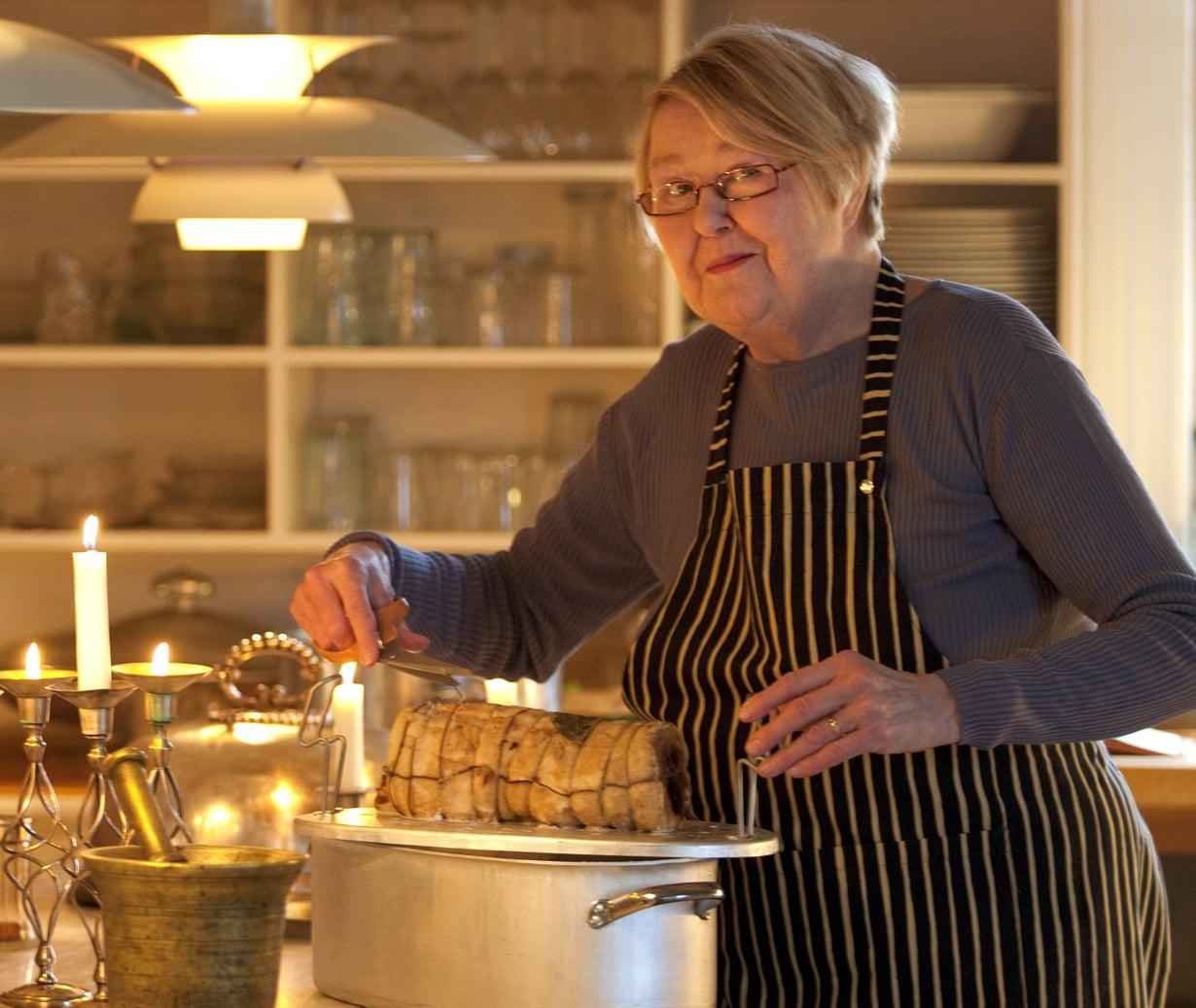 Koko perhe himoitsee rullasylttyä, jota Mysi on keittänyt kalakattilassa 3-5 tuntia. – Sylttyä käydään veistelemässä pitkin joulua. Siivu tummalle leivälle ja päälle sinappia.