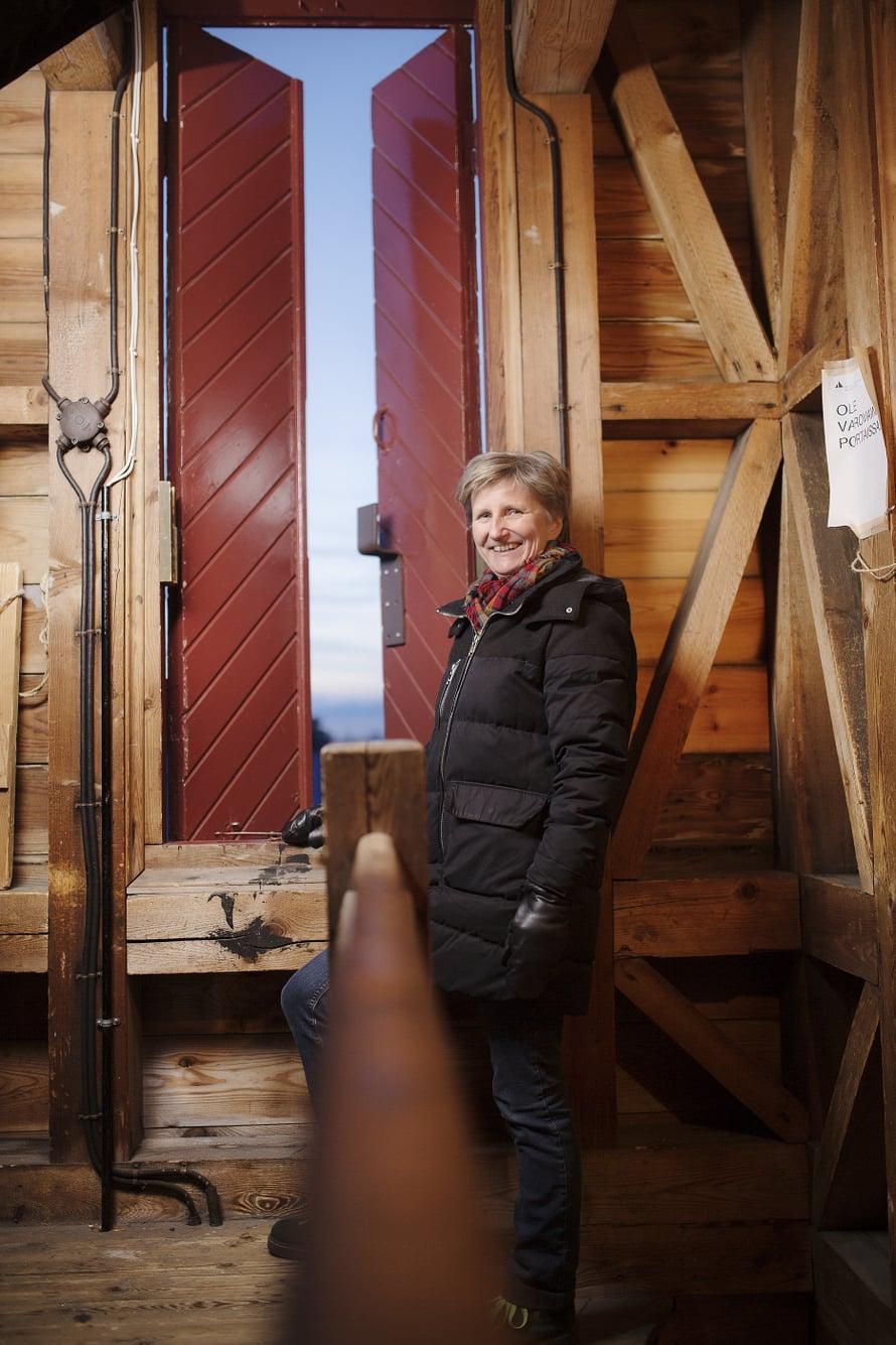 Minna Lindgren pitää vanhoista taloista, vanhasta taiteesta ja vanhentuneista tietokirjoista.