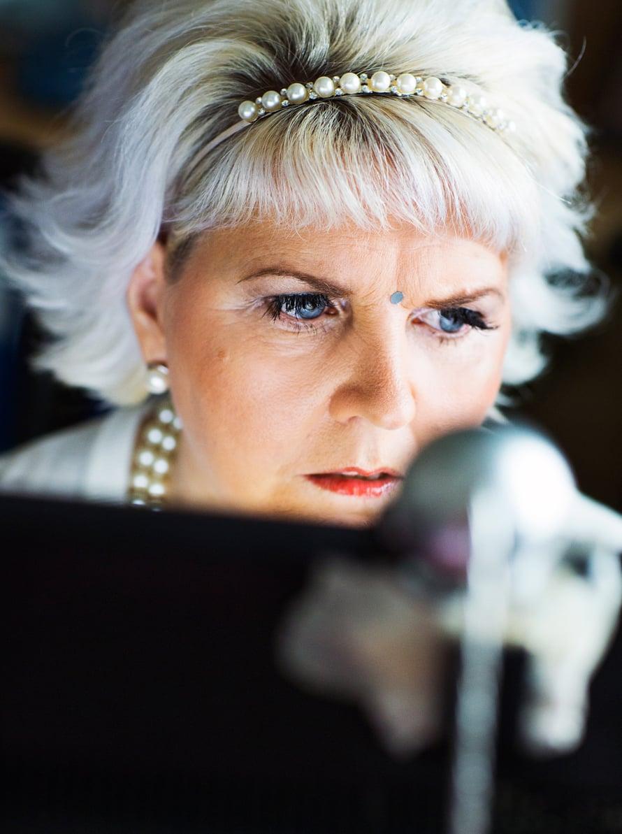 Tietokoneella Marja haluaa olla aina omissa oloissaan.