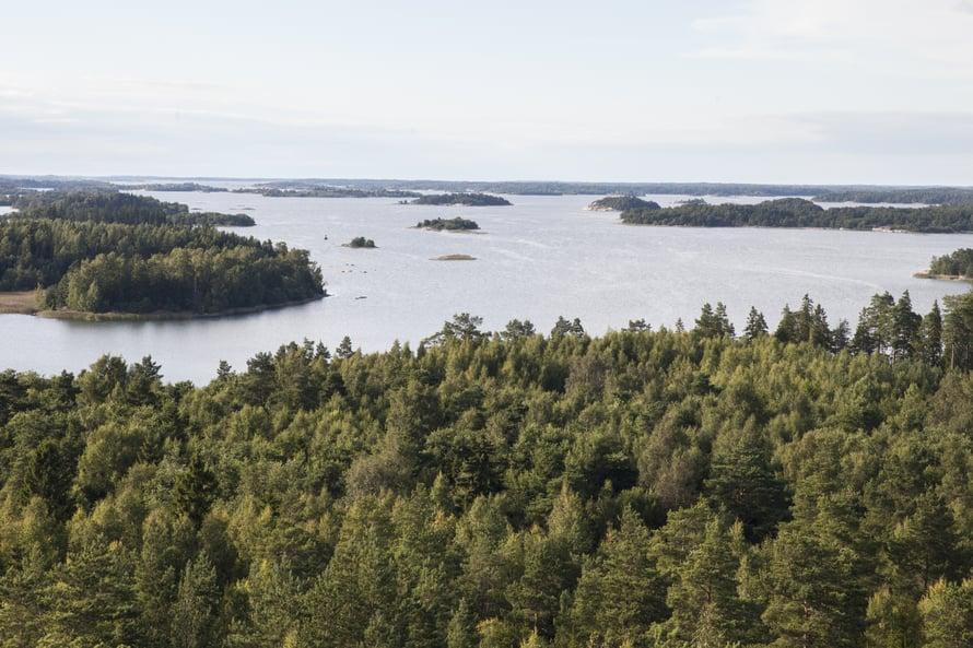 Vierailemisen arvoinen on myös Kasberget eli Kaasivuori, joka on Turun saariston korkein kohta. Kaasivuorelta voi nähdä Turun ja Naantalin rannoille saakka.