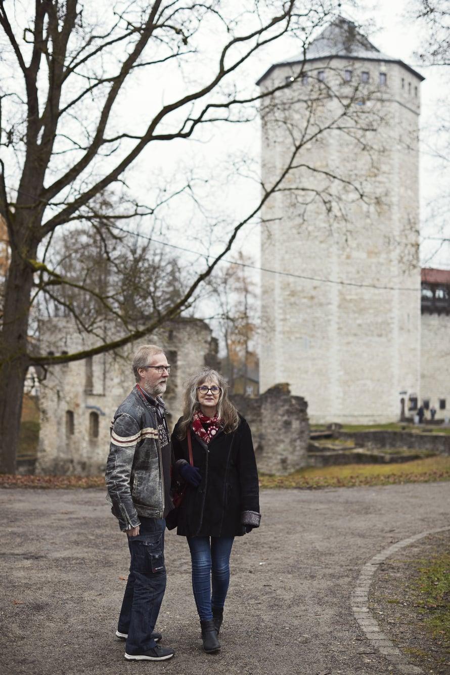 Paiden keskustassa on vallitorni ja ritarilinnan rauniot. 800 vuotta vanhassa tornissa on nykyään ravintola ja museo.