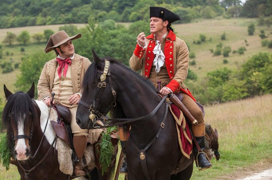 Töppö (Josh Gad) ja Gaston (Luke Evans).