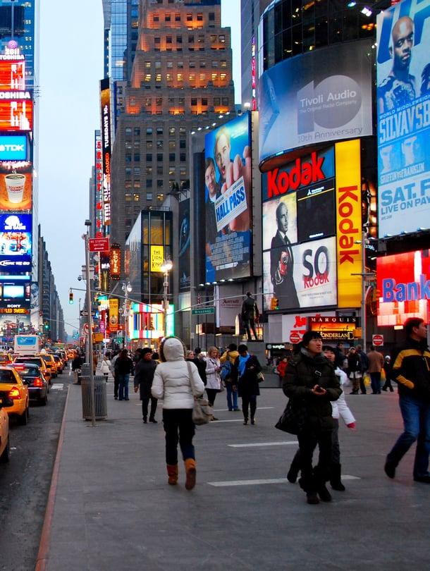 Netin avulla voi matkustaa vaikkapa New Yorkin ihmisvilinän keskelle. Kuvituskuva.