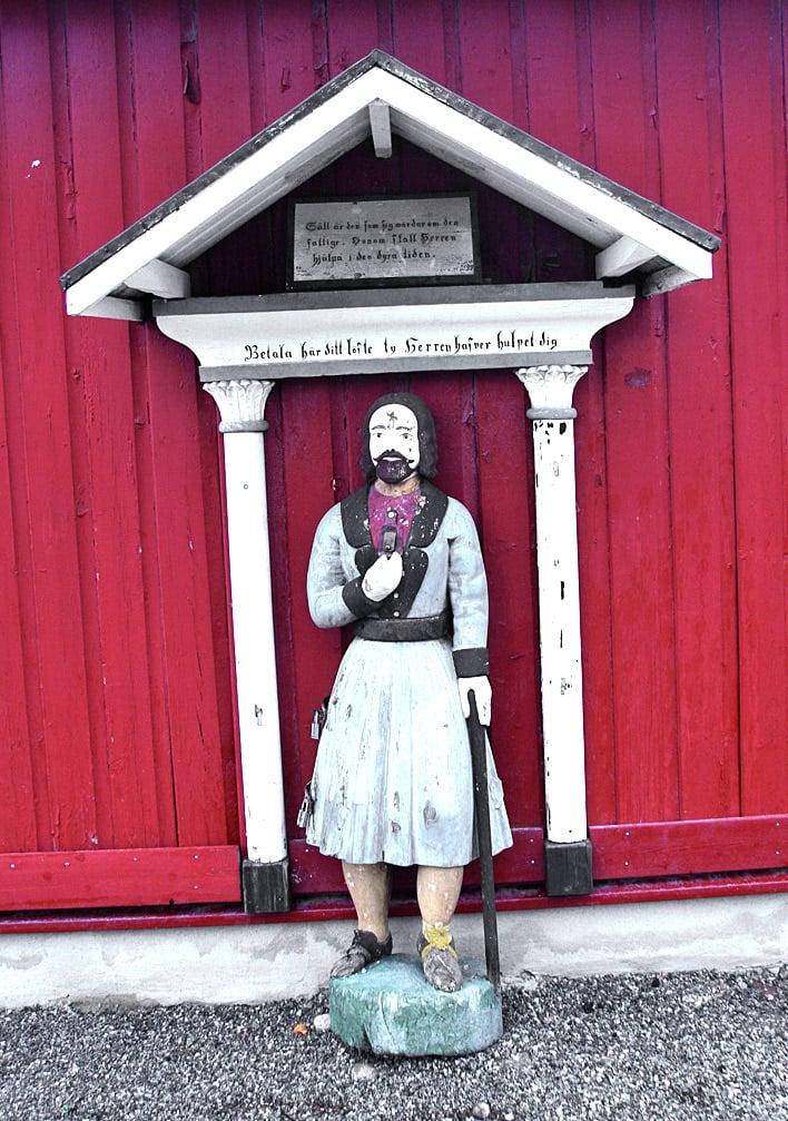 Larsmon ja muiden kirkkojen vaivaisukot hoitivat sosiaaliavun entisaikaan. Eniten ukkoja näkee Pohjanmaalla.