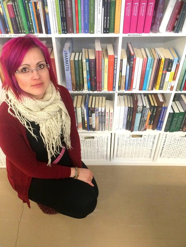 Sukupolven vaihdoksen myötä Hanna Lyttinen pyörittää Uudessakaupungissa paitsi Biblia-kirjakauppaa, niin myös verkkokirjakauppaa.