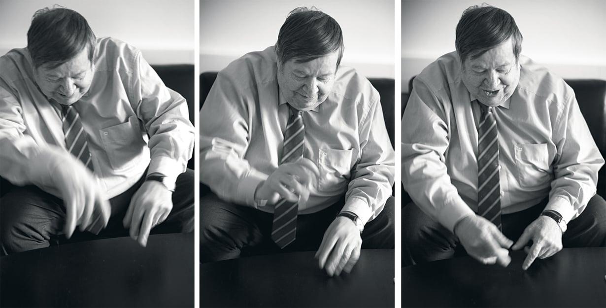Arto Paasilinna antaa tyylinäytteen pojalleen Petterille, kuinka hän kirjoitti romaanejaan vauhdikkaasti notkein soittajan sormin.