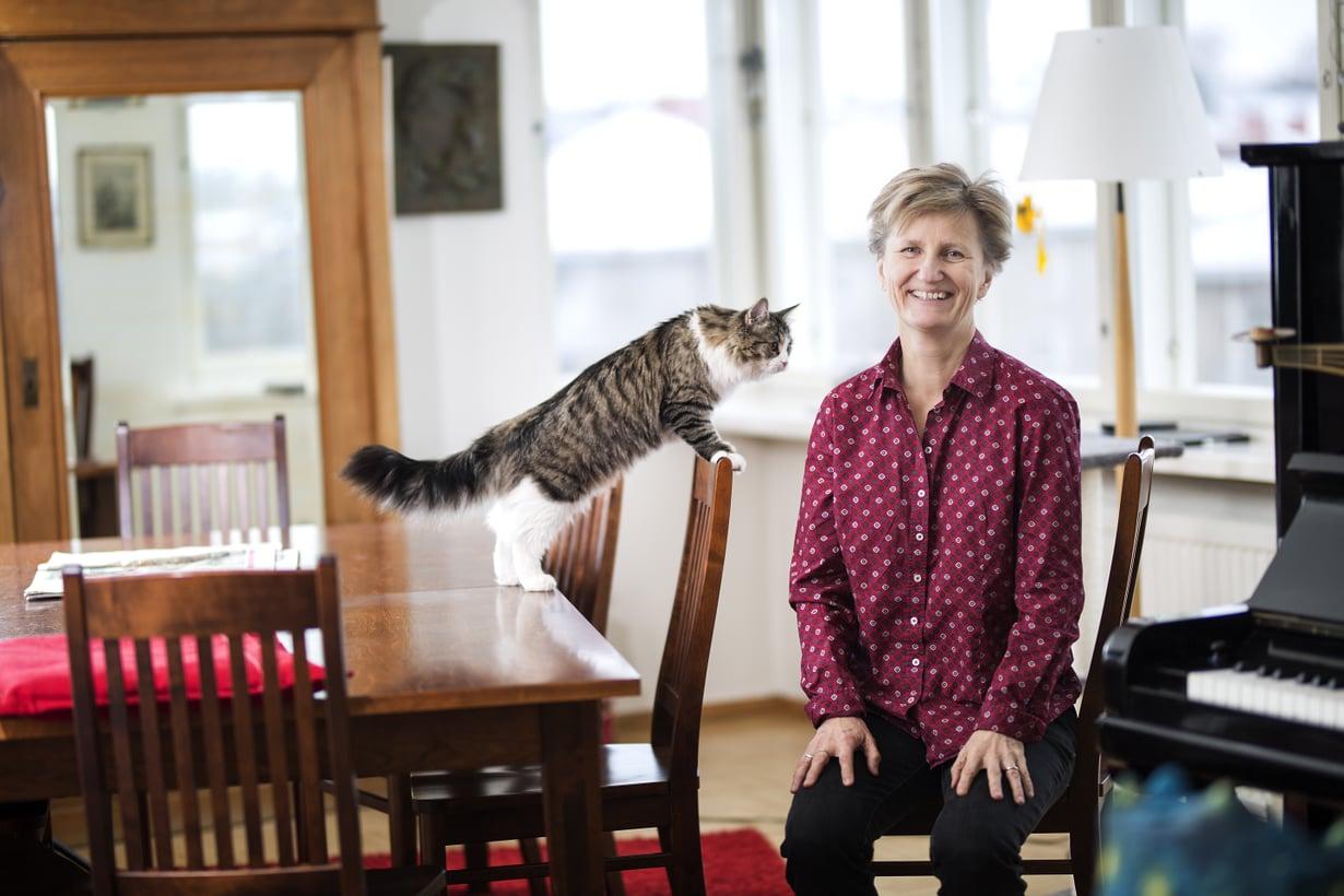 Minna Lindgren on toimittaja, kirjailija ja mediayrittäjä. Hän on yksi ET-lehden kolumnisteista.