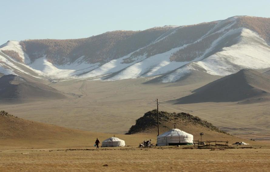 Vuoristoseudun jurtasta on hädän tullen pitkä matka kaikkialle.