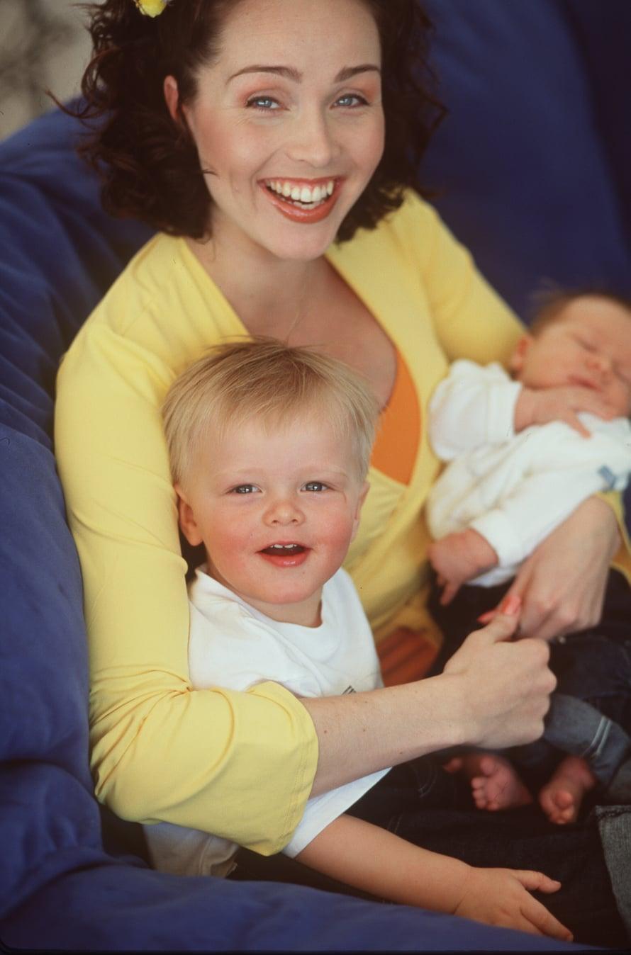 Vuonna 2000 Anitra Ahtola oli tuore yrittäjä ja kahden pienen pojan äiti. Alex syntyi maaliskuussa ja isoveli Oskar puolitoista vuotta aiemmin.