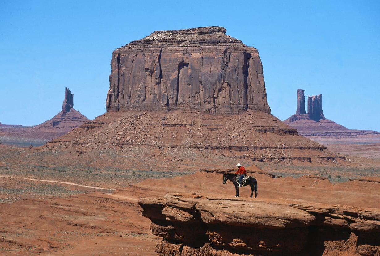 Monument Valley tunnetaan John Fordin lännenelokuvista.