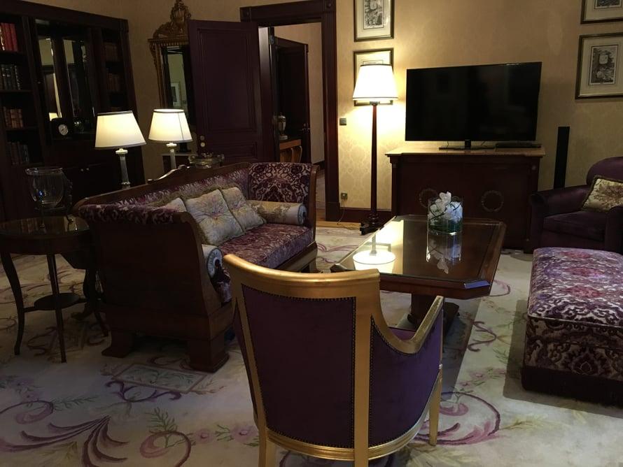 Hotelli Kämp perustettiin vuonna 1887 ja suljettiin 1960-luvulla. Hotelli avasi ovensa uudelleen vuonna 1999. Sviitin ensimmäisiä arvovieraita oli Yhdysvaltain ulkoministeri Madeleine Albright.