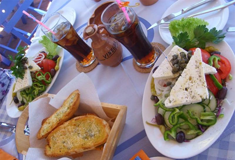 Kreikkalaista perinneruokaa.