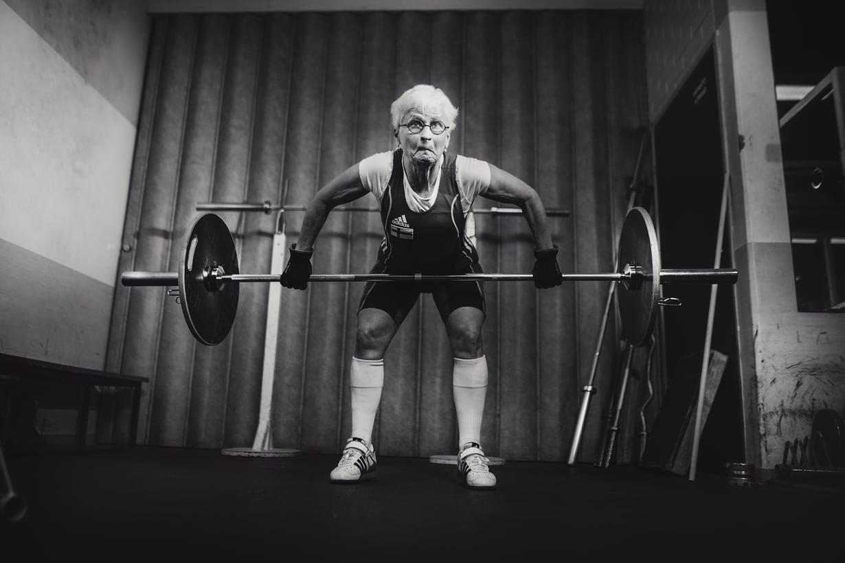 Tertun tempauksen ja työnnön yhteisennätys on 73 kiloa, joka on 20 kiloa enemmän kuin hänen painonsa. Tempauksessa tanko nostetaan maasta ylös suorille käsille ilman pysähdyksiä. Työnnössä tanko nostetaan ensin rinnalle ja sitten ylös suorille käsille.