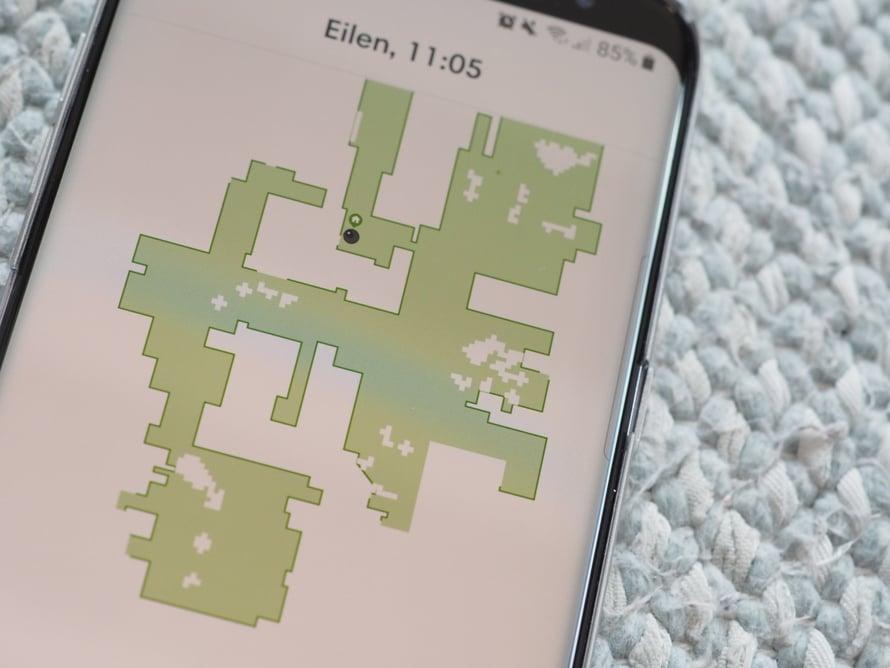 Roombaa käytetään älypuhelinsovelluksella tai laitteen päällä olevilla painikkeilla. Sovelluksen avulla voi tutkia, mitkä kohdat robotti on siivonnut.