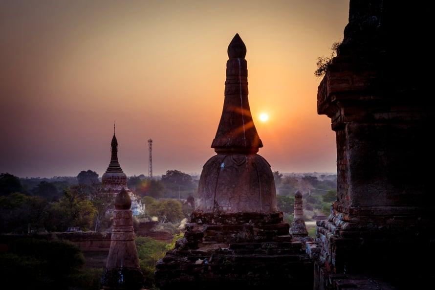 Baganin kuninkaalliset rakennuttivat suurelle tasangolle yli  4 000 temppeliä ja pagodia.