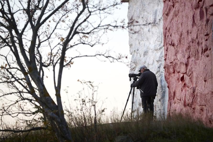 Lintuharrastus vetää Jorman joka aamu majakan kylkeen tarkkailemaan siivekkäitä.