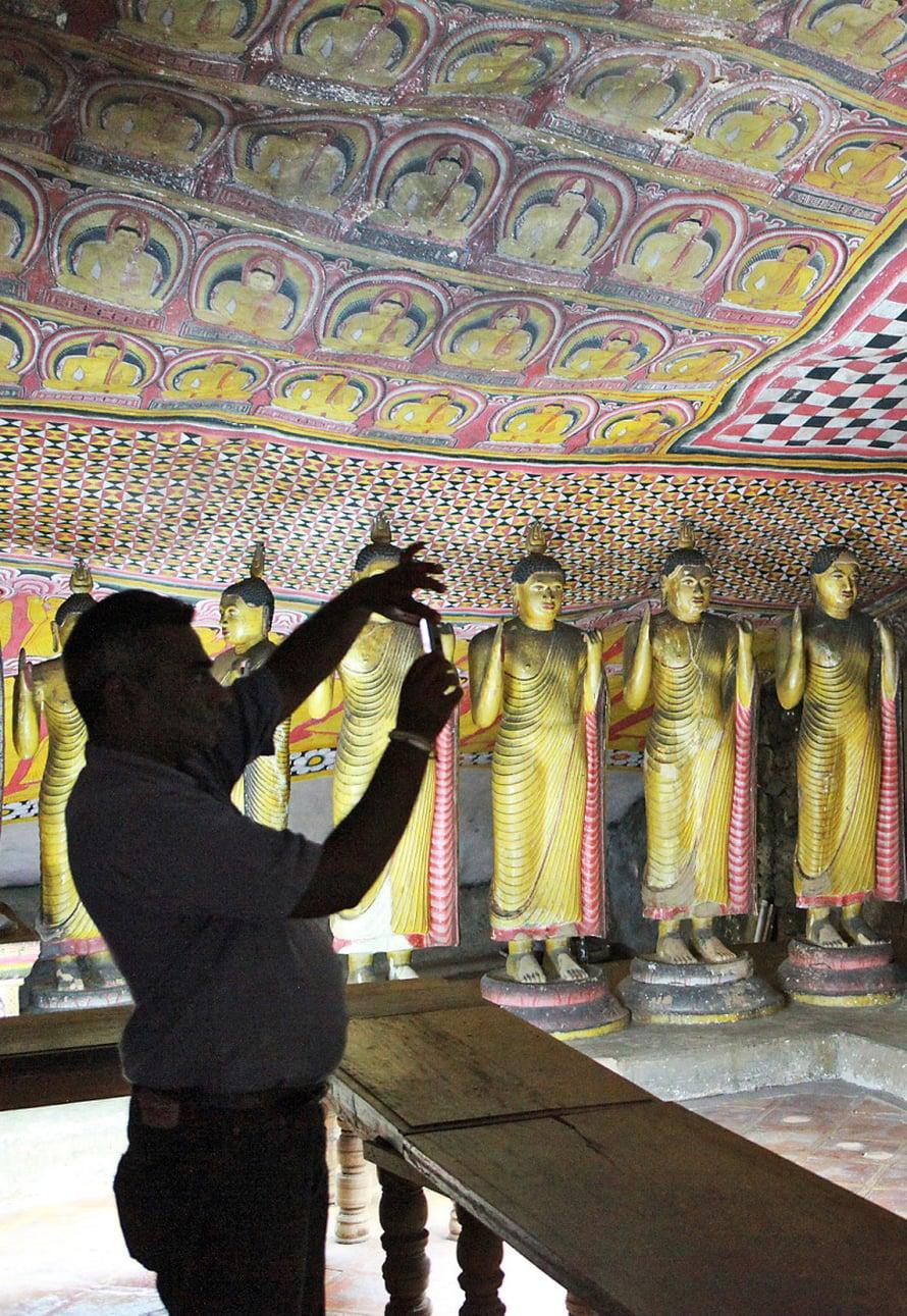 Dambullan temppeliluolat ovat täynnä buddhalaisen taiteen aarteita.