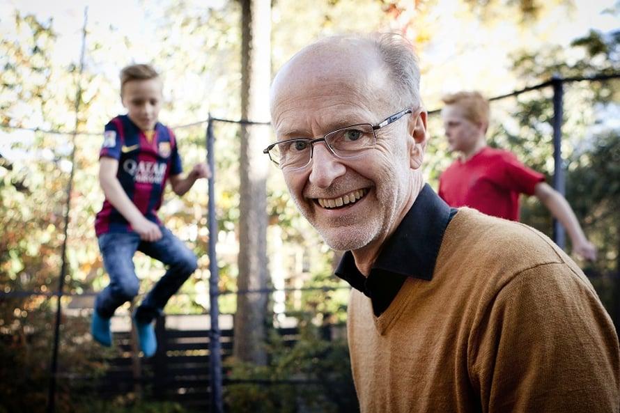Jaakko Valvanne ulkoilee usein tyttärenpoikiensa Aarnen ja Einarin kanssa.