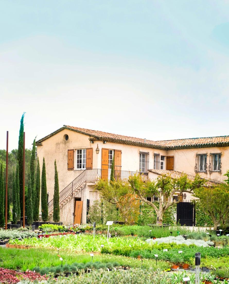 Hartleyn perheen koti Opiossa on isä-Williamin lapsuudenkoti. Hänen isänsä perusti puutarhaliikkeen eläkeikäisenä.