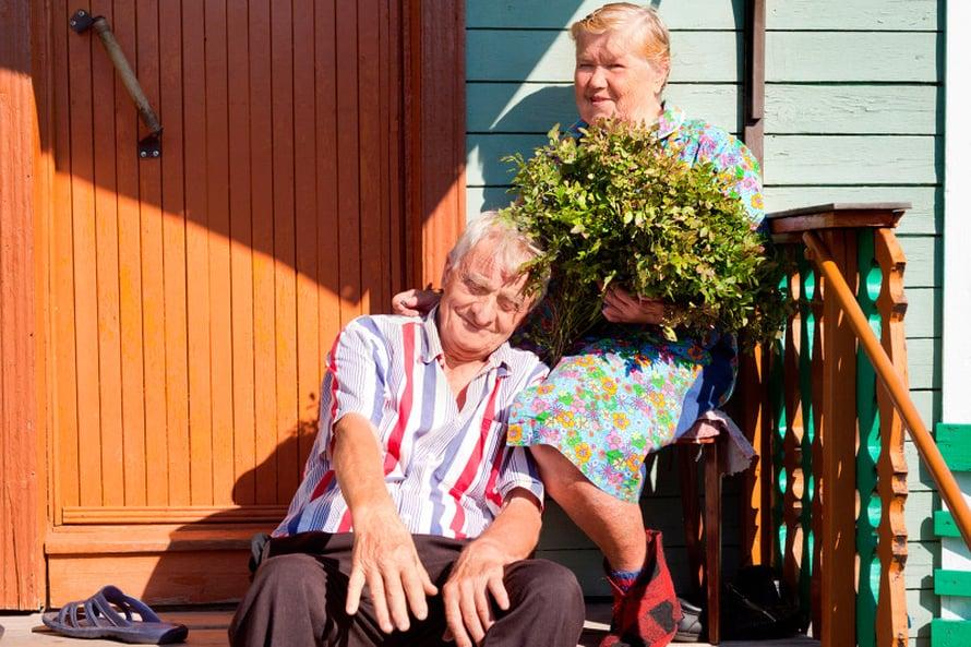Santeri ja Sandra Moltsin viihtyvät pienessä Kuittisen kylässä. Santeri on asunut täällä koko elämänsä ajan.